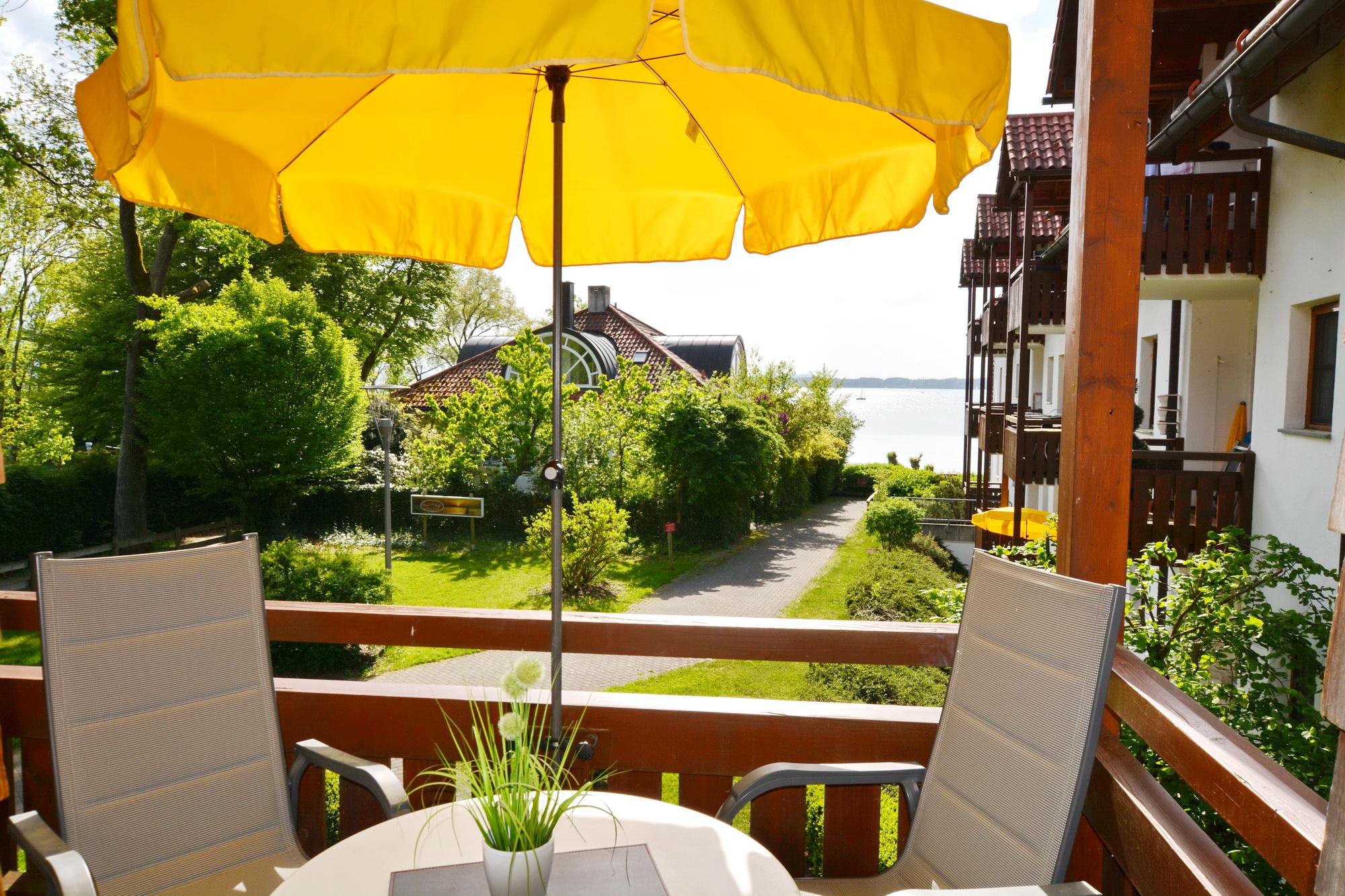 chiemseesonne in chieming mit seeblick sauna und balkon schl sselzeit ferienwohnungen. Black Bedroom Furniture Sets. Home Design Ideas